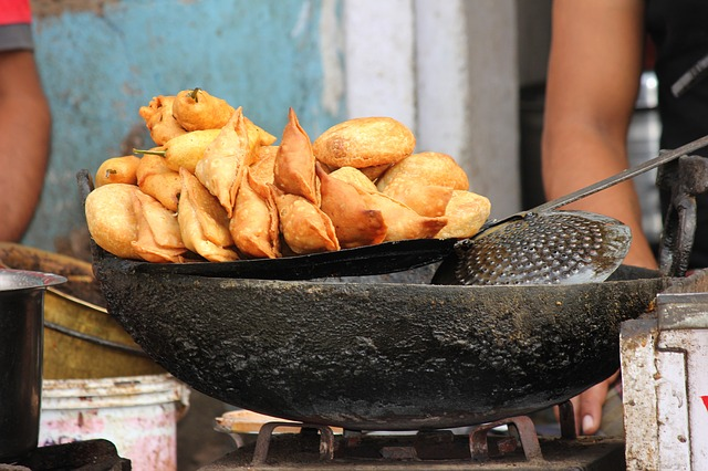 Your Guide To The Best Indian Street Food In Mumbai - Eating The Globe-Food and Travel